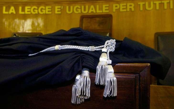 Pm chiede gli arresti per il marito dell'amante: inchiesta a Genova