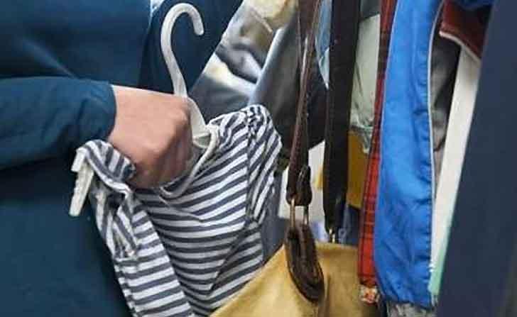 Dominicane rubano vestiario all'OVS della Fiumara: prese