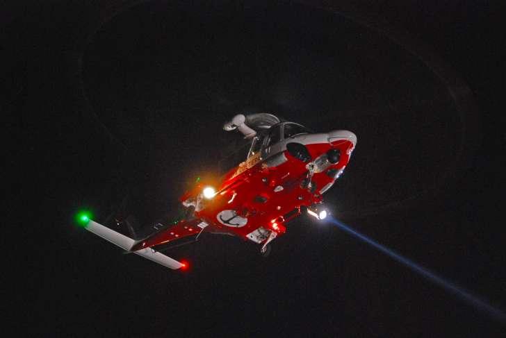 Capitaneria e Vigili del fuoco salvano turista in mare a Corniglia