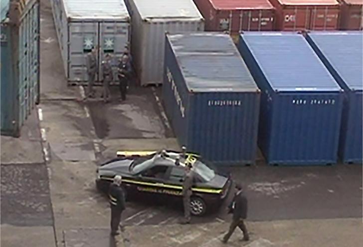 Porto di Genova, sequestrate 21 tonnellate di farmaci falsi