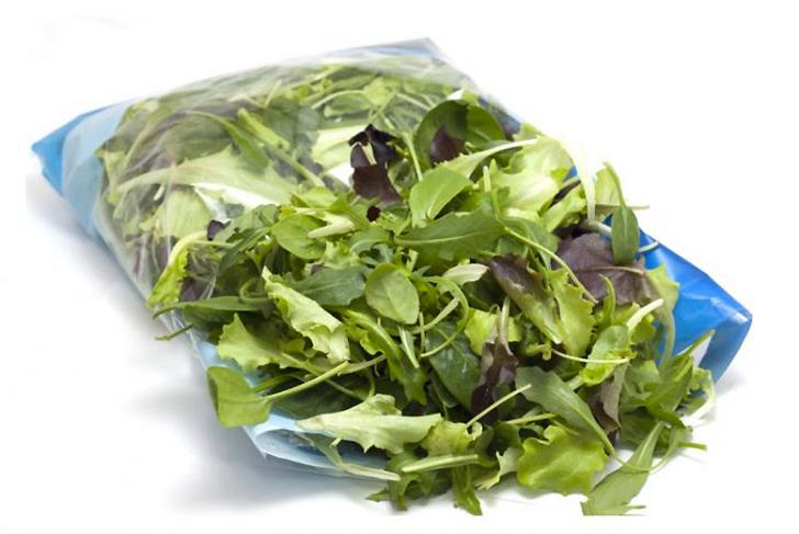 Trovano topo nella busta dell'insalata Il prodotto confezionato a Bergamo