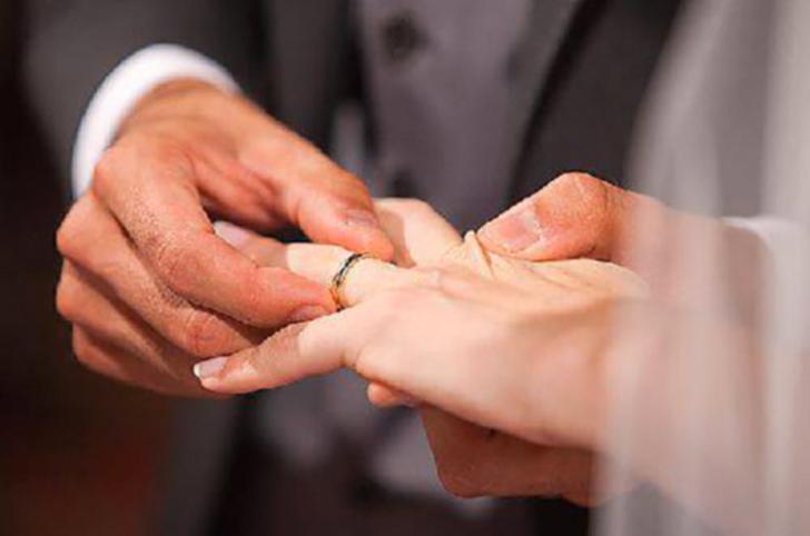Matrimonio fasullo per permesso di soggiorno, italiana ...