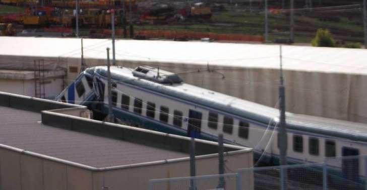 Deraglia treno a Brignole, ferito il conducente