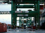 Il Psa di Pra' sospende carico e scarico container vuoti per il vento
