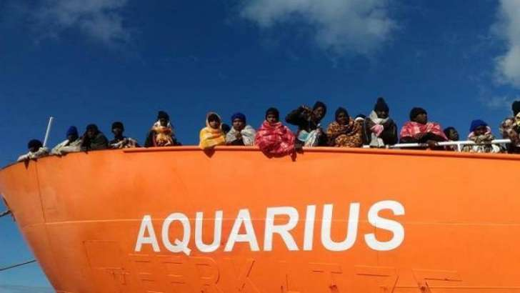 Aquarius. Le immagini della nave dei rifiutati, sospesa tra Italia e Malta