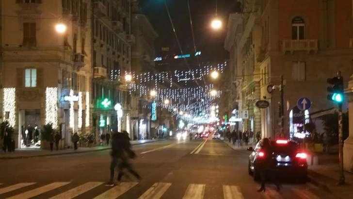 Napoli bando beffa per le luminarie di natale il comune non ha
