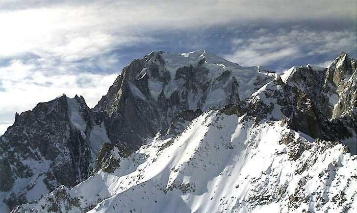Tragedia sul Monte Bianco: muore vigile del fuoco genovese, gravissimo collega
