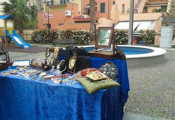 Domenica mercatino dell'Antiquariato a Loano - Liguria Notizie