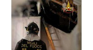 Principio d' incendio alla canna fumaria, fiamme spente dai VVF