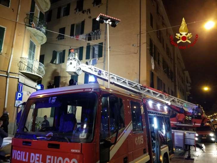 Pericolo per il tetto, evacuata palazzina in salita Bersezio