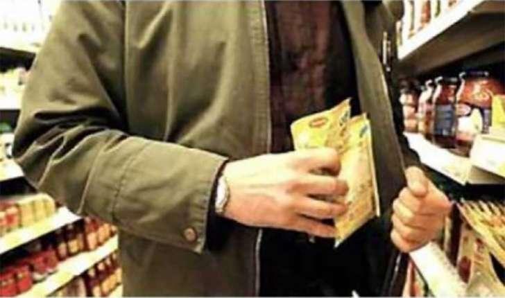 Ruba al supermercato a Marassi e aggredisce vigilante: arrestato
