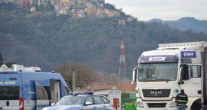 Camionista guidava con cronotachigrafo manomesso: stradale gli ritira la patente