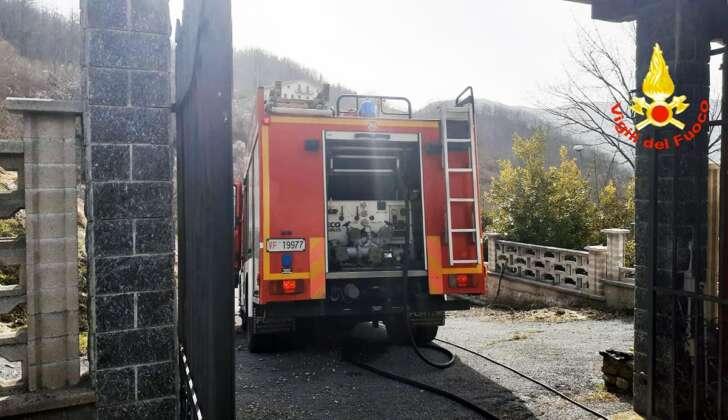Ancora fiamme a Caperana, a fuoco rifiuti: VVF sul posto