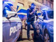 Rumeno molesta avventori di un bar e tenta di rubare pistola ai poliziotti