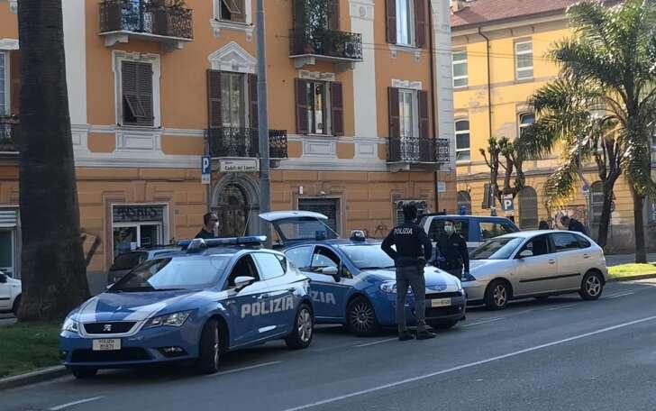 Marocchino e tunisino rubano in un distributore di benzina alla Spezia: presi