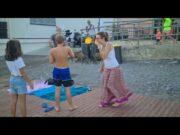 Cinghiali in spiaggia a Sturla tra i bagnanti