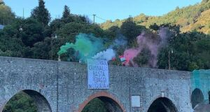 Blitz di Casapound a Genova Est, striscione contro Aspi