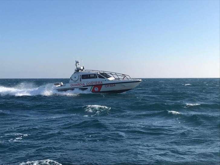 La guardia costiera soccorre natante a Capo Noli