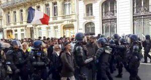 Green pass, in Francia manifestazione per il quarto sabato di fila   Diretta