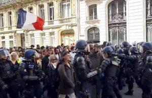 Green pass, in Francia manifestazione per il quarto sabato di fila | Diretta