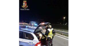 Sarzana, la Stradale interviene per incidente, donna positiva all'alcol test