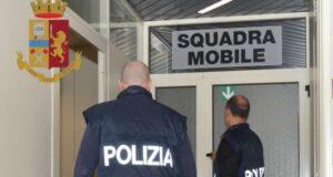 Rom borseggia donna al mercato, individuata e denunciata dalla Polizia