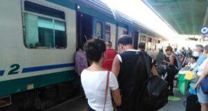 Treno contro furgone a Loano, linea interrotta
