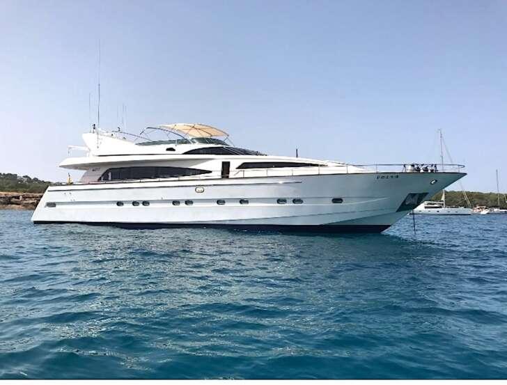 Yacht di Ferrero vicino a Pianosa, multato per 700 euro