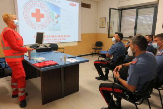 Gli istruttori della Croce Rossa addestrano i Carabinieri