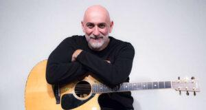 Il Sipario Strappato riapre con Sergio Sgrilli e la sua chitarra