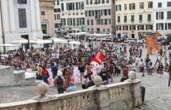 Fridays for future, quasi 500 giovani in piazza a Genova
