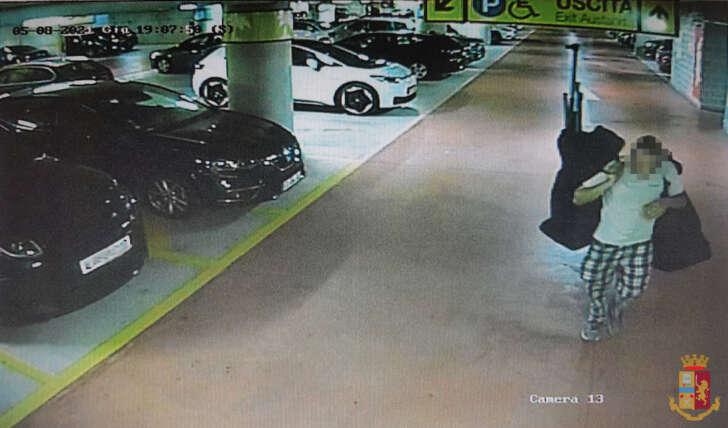 Furto nel parcheggio della stazione della Spezia: individuato magrebino