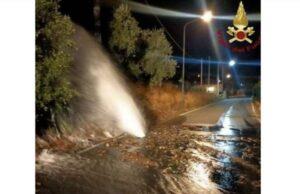 Tubo rotto a Bordighera, acqua raggiunge anche l'autostrada