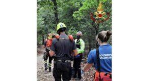 Escursionista sul Monte Parodi cade e batta la testa, soccorso dai VVF