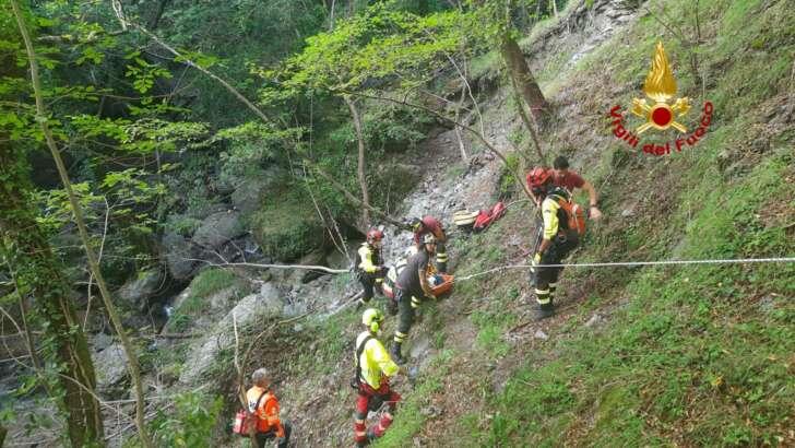 Soccorso in elicottero l'uomo caduto da un sentiero sopra Borzonasca