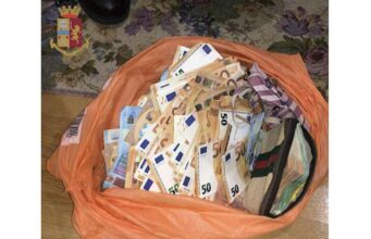 Nasconde quasi 30mila euro nell'armadio, il cane antidroga li trova