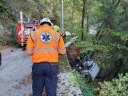Grave incidente a Rapallo, furgoncino fuori strada contro albero